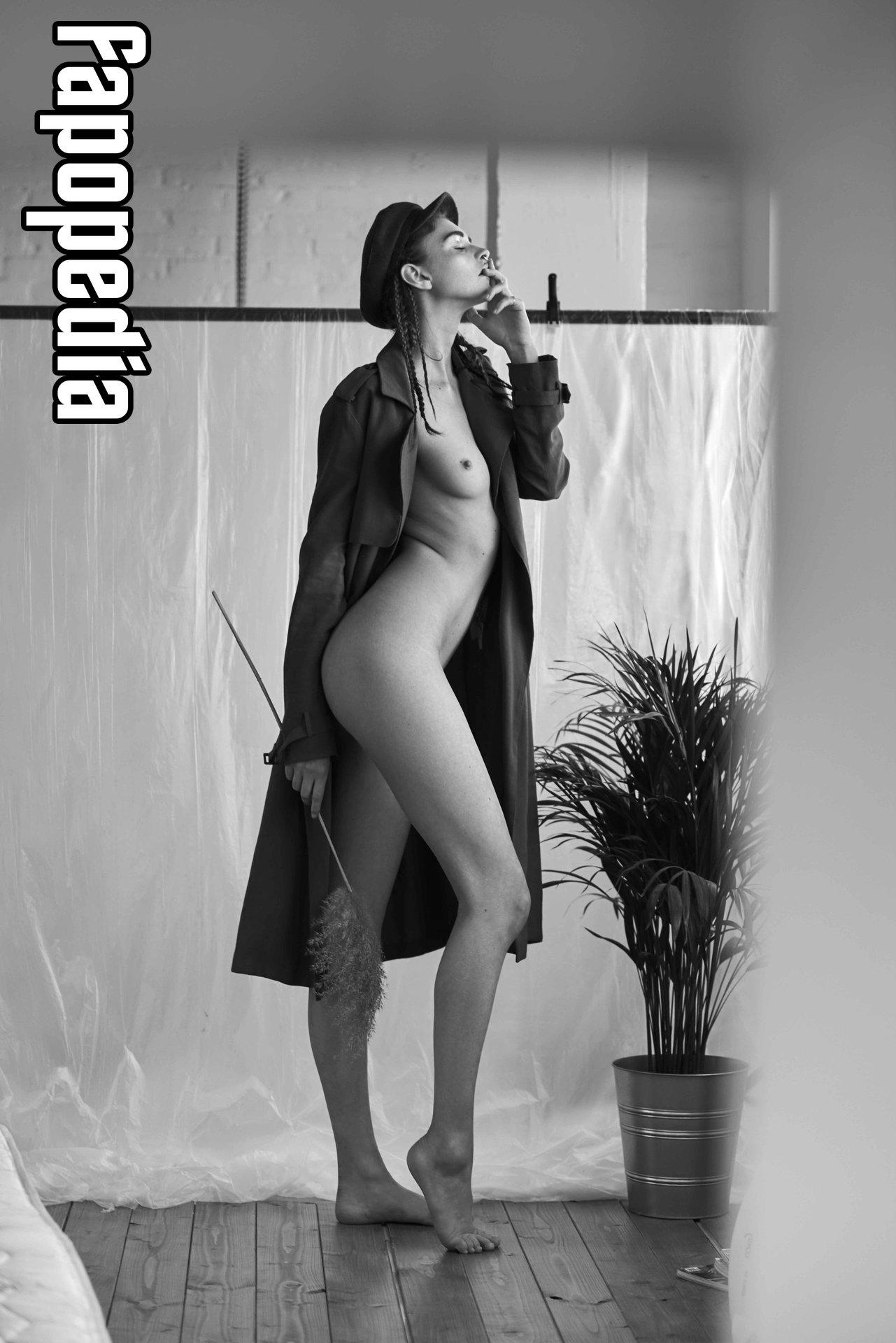 Alexis Altier  nackt