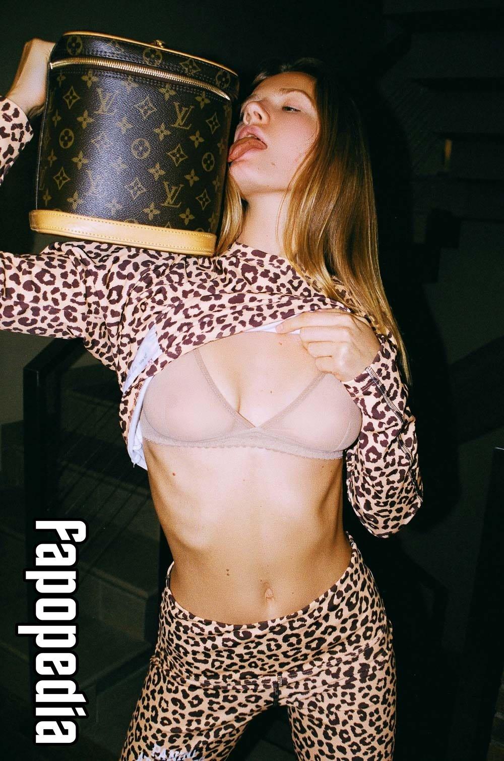 Anna Mateeva  nackt