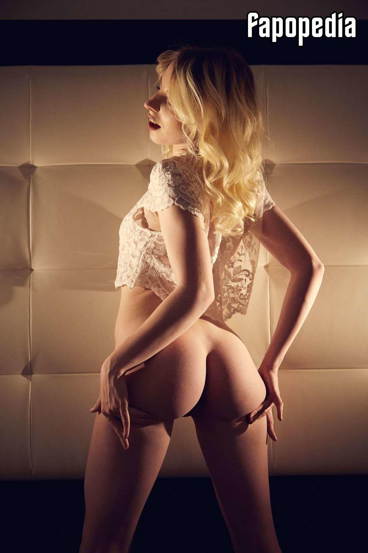 Terrina Reese  nackt