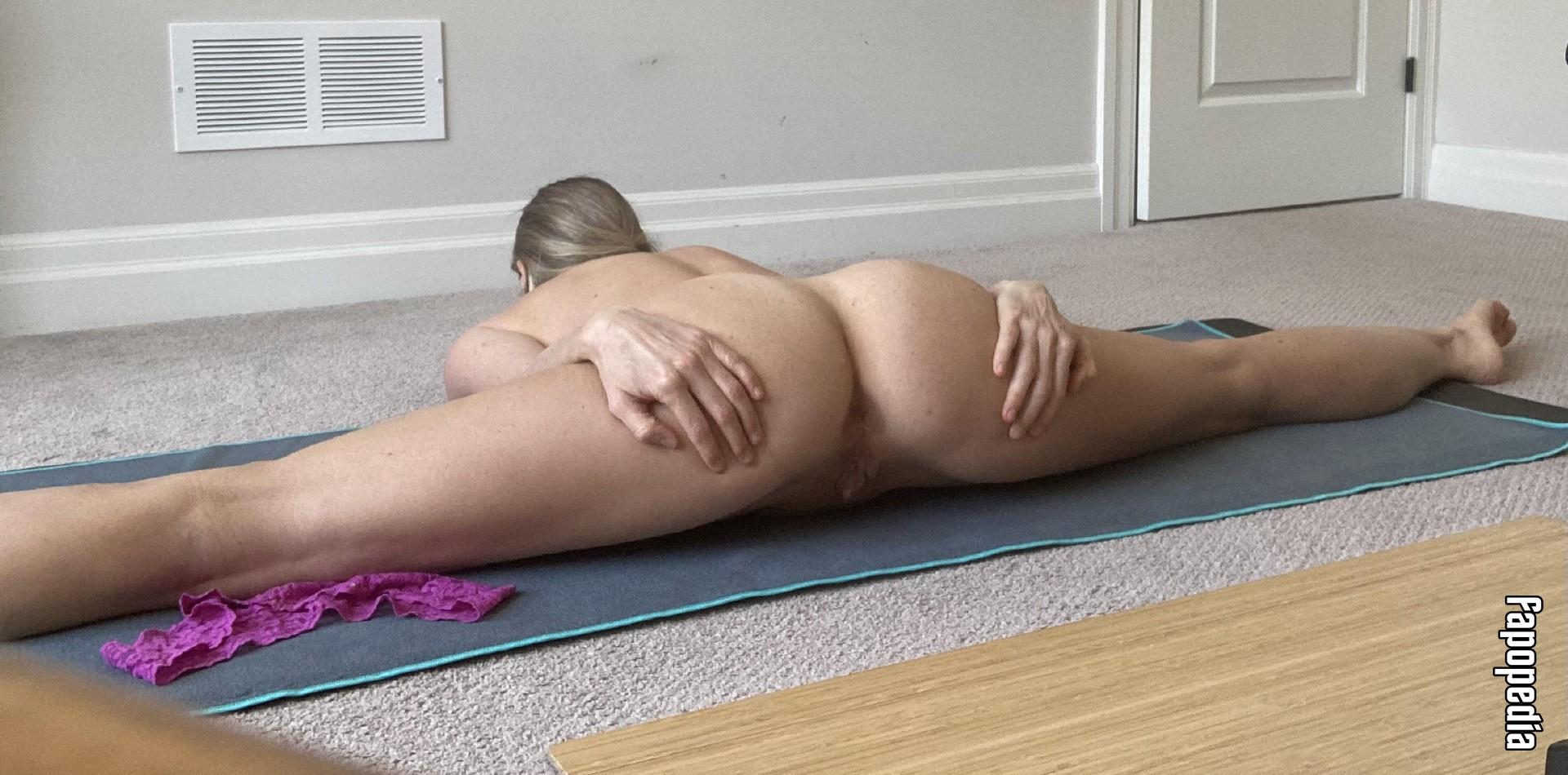 Bell-Reyer nackt Cristina  Kristen Bell