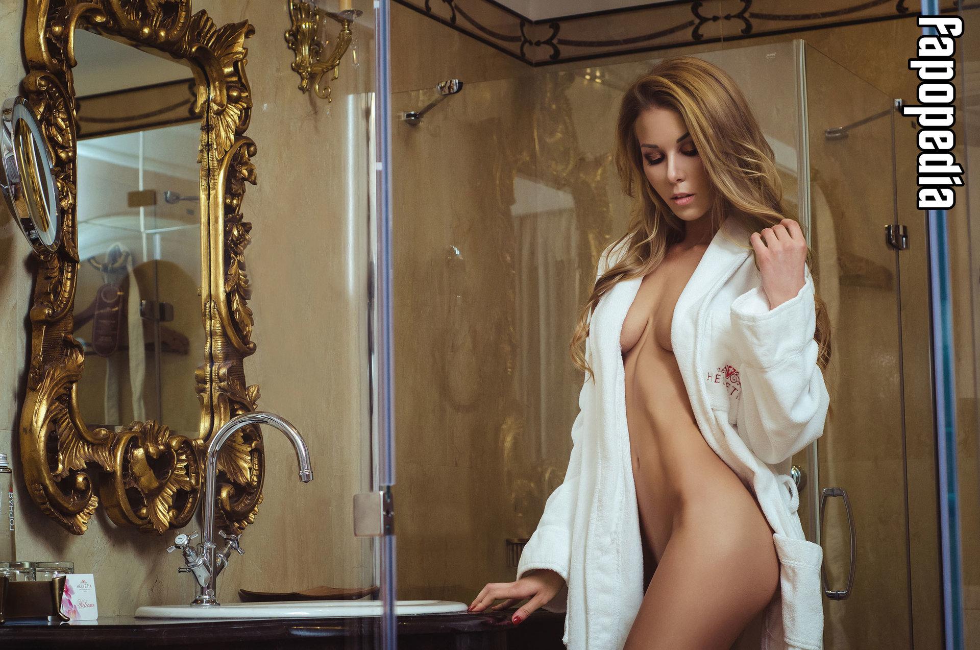 Josephine nackt Byrnes Jasmine Byrne